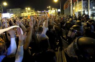 """Македонија """"кључа"""": Шарени револуционари почели одбројавање 10"""