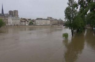 Паризу прети потоп: Оланд проглашава стање природне катастрофе (видео)