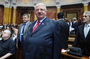 Шешељ као да није опозиција, гласао за Мају Гојковић