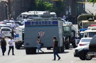 Побуна у Јерменији: наоружана опозициона група напала базу полицијског пука