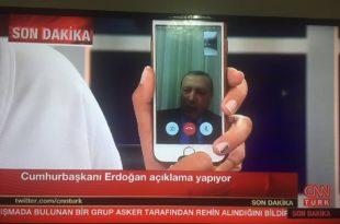 Војни хеликоптери пуцају на зграду државне телевизије Турске у којој се изгледа крије Ердоган