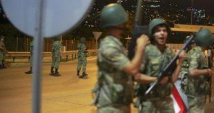 ЛОВ НА ЕРДОГАНА, ДРЖАВНИ ВРХ ПОХАПШЕН: Војска упала у председничку палату у Истанбулу (видео) 3