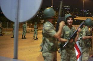 ЛОВ НА ЕРДОГАНА, ДРЖАВНИ ВРХ ПОХАПШЕН: Војска упала у председничку палату у Истанбулу (видео)