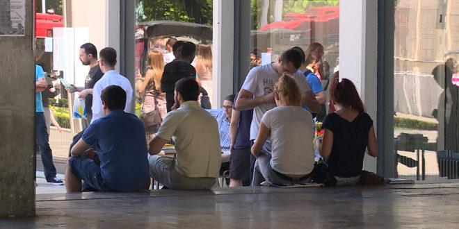 Родитељи издржавају 60 одсто младих у Србији 1