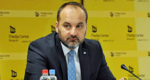 """Србији само фали још један неспособни """"стручњак"""" за произвођење магле на месту председника 7"""