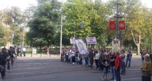 Противници содомитске параде заробљени од стране жандармерије код цркве Светог Марка 2