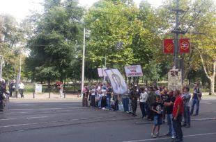 Противници содомитске параде заробљени од стране жандармерије код цркве Светог Марка 5