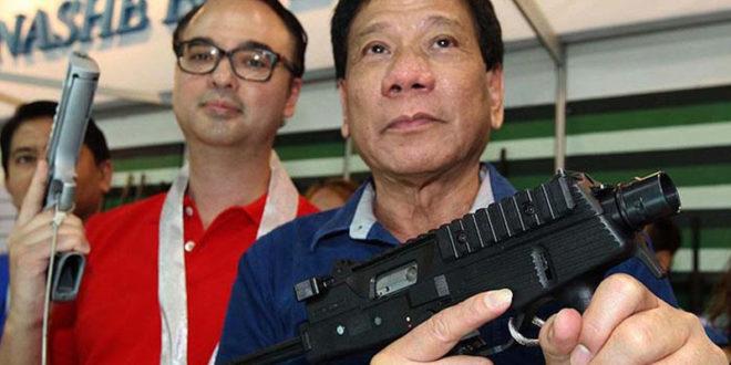 """Дутерте позвао Филипинце да пуцају """"у ноге"""" свима који раде за државу а затраже им мито"""