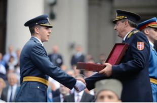 БРУКА, МИЛИОН ЕВРА ЗА ГЕЈ ПАРАДУ – А најбољем пилоту у класи Војне академије, дали као награду полован пиштољ! (фото)