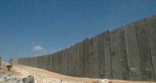 Почела изградња анти-мигрантског бетонског зида високог четири метра у близини кампа у Калеу 10
