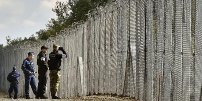 Чубриловић: Проблем миграната је требало решавати као Мађарска