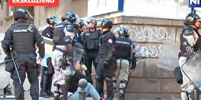 Сведоци потврдили да су видели Андреја Вучића и Предрага Малог како псују и нападају кордон полиције 1