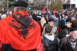 Двери: Више хиљада Албанаца са КиМ противзаконито добило пребивалиште у Медвеђи и пасоше Србије 12