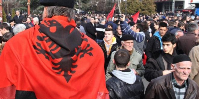 Двери: Више хиљада Албанаца са КиМ противзаконито добило пребивалиште у Медвеђи и пасоше Србије