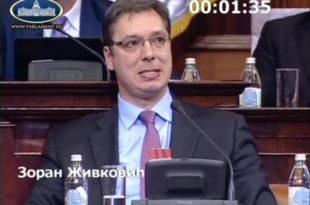 На посланичко питање да ли је здрав Вучић одговорио фацијалним грчевима и неконтролисаним трзајима главе (видео)