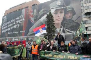 ИСТОРИЈСКИ ПРОТЕСТ ВОЈСКЕ: Српски војник не може да прехрани породицу!