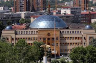 Скопље: У Собрању данас изјашњавање о предлогу за измене Устава којима се предвиђа промена имена земље у Република Северна Македонија 7