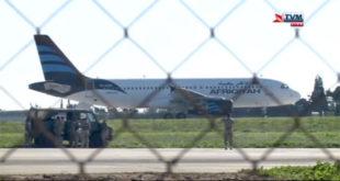 Отет либијски авион са 118 људи, отмичари претили екплозивом