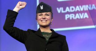 НОВИ СКАНДАЛ ГРАБАР КИТАРОВИЋ: НАТО кафе куварица са војницима запевала усташку песму