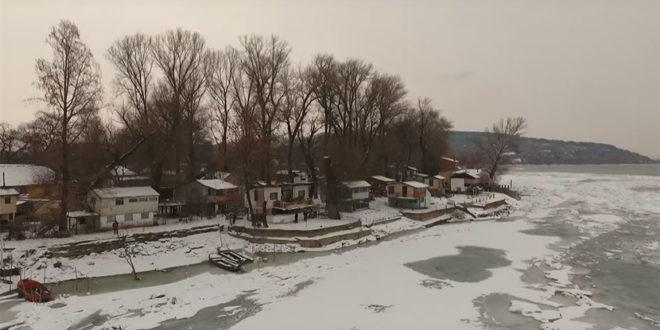 Живе на Дунаву данима одсечени ледом од света (видео) 1