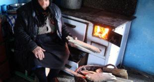 ТУГА: Пензионерка ложила намештај да би преживела зиму 12