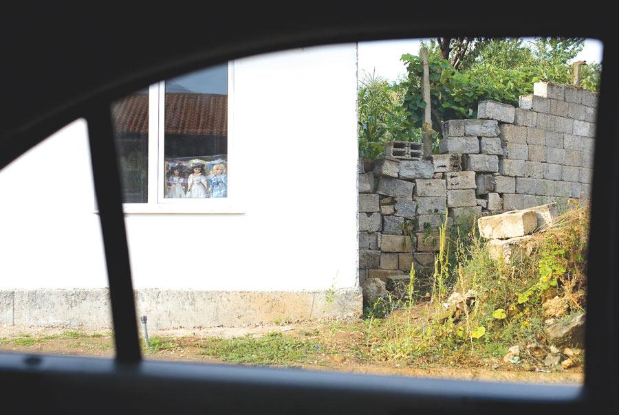 """Репортажа из Круме: Најмрачнија прича ратова деведесетих и злогласна """"Жута кућа"""" 3"""