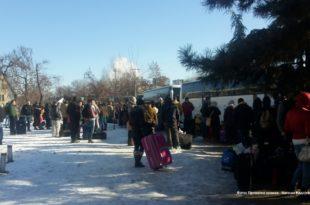ЗЕМЉА СЕ ПРАЗНИ! Више од петнаест аутобуса јуче је из Новог Сада напустило Србију (фото) 5