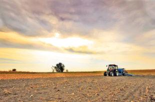 Акционари: Пљачкашка приватизација појела 200.000 хектара обрадиве земље