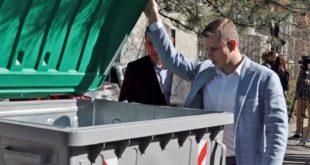 Београд: Напредњаци свечано отворили контејнере за смеће 11