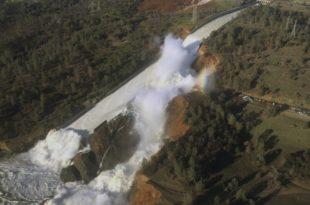 А рекоше да нема опасности: Највиша брана у САД пуца, људи беже (видео)