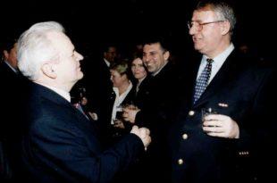 Тајни документи ЦИА уочи 5. октобра: Радикал Шешељ ће издати Слободана Милошевића!