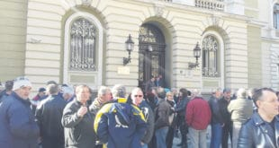 """Док бивши радници """"Жупе"""" протестују, поверенику стечајног управника – награда 9"""