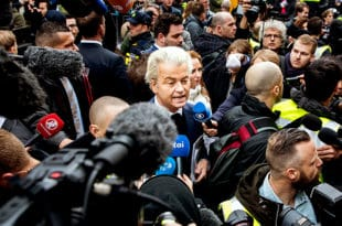 Водећа холандска партија тражи забрану продаје Курана и затварање свих џамија