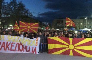 Сто хиљада Македонаца у Скопљу клицало против Хана и скандирало против ЕУ (видео)