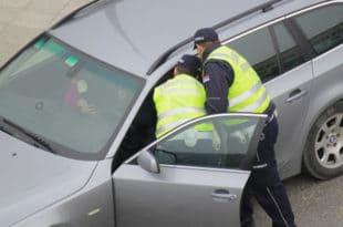 """""""Ја трубнуо учесницима Вучићевог митинга, а полиција мени – лисице"""" 8"""