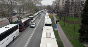 Одакле вам паре? Вучић спрема 1.500 аутобуса за којима довлачи ботове у Нови Сад и Београд