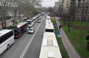 Одакле вам паре? Вучић спрема 1.500 аутобуса за којима довлачи ботове у Нови Сад и Београд 2