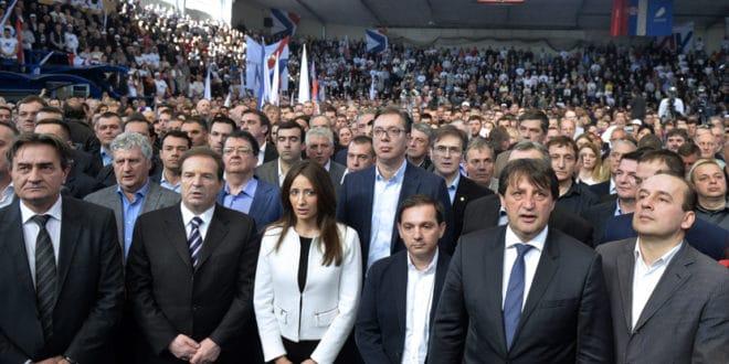 Вучић прича о тајкунима док поред њега стоји Карић и о ДОС-у а пола некадашњег ДОС-а је у његовој влади, странци и коалицији