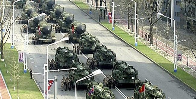 Северна Кореја на војној паради показала ракетне зубе Сеулу, Токију и Вашингтону 1