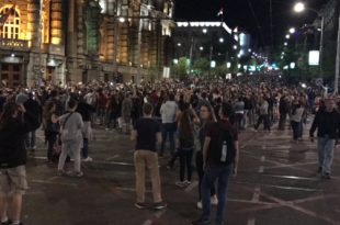 Са лица места: Тренутно испред Скупштине се налази најмање 30 000 људи, студенти Ниша крећу у протесте 10
