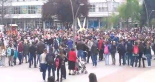 Чачак: Више од хиљаду студената и ученика средњих школа претестује против Вучићеве диктатуре 11
