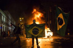 Нереди на улицама широм Бразила због дужничке кризе (видео)