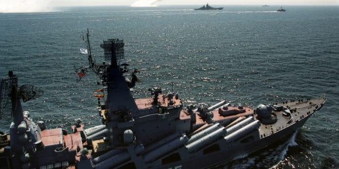 Путин: Ратни бродови Русије биће присутни у свим стратешким зонама светског океана 1