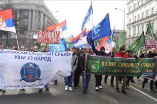 Масовни протест грађана, војске и полиције: У исти строј за бољи живот (видео)