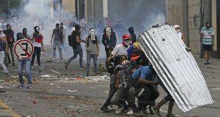 Венецуела: Барикаде, демонстрације, 12 мртвих (видео)