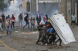 Венецуела: Барикаде, демонстрације, 12 мртвих (видео) 6