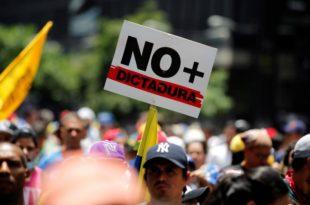 У антивладиним протестима у Венецуели петоро мртвих (видео) 7