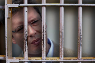"""Вучићева """"глава на пању"""" ником није потребна, она треба да се лечи или... Затвор је спас за њега и Србију"""