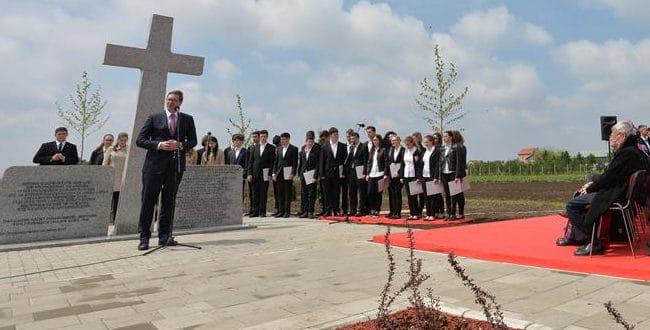 Вучић у Бачком Јарку отворио споменик Хитлеровим нацистима 1