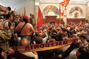 У Македонији потпуно безвлашће — пукао и локал!